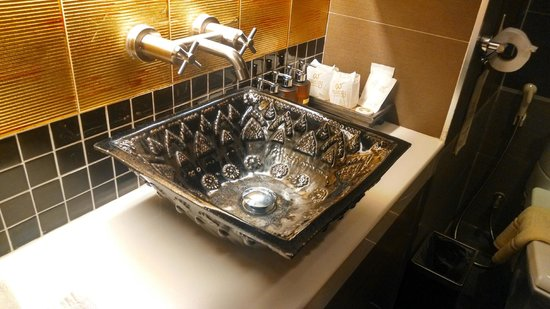 Chalelarn Hotel Hua Hin: Sink is very interesting design