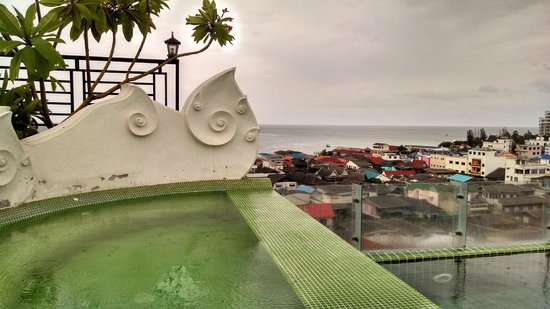 Chalelarn Hotel Hua Hin : There is an upper jacuzzi style pool