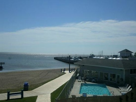 Lakeview Resort & Conference Centre : View of pool area and marina from patio