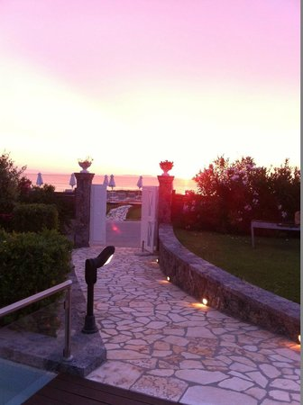 Restia Suites Exclusive Resort: To the beach area