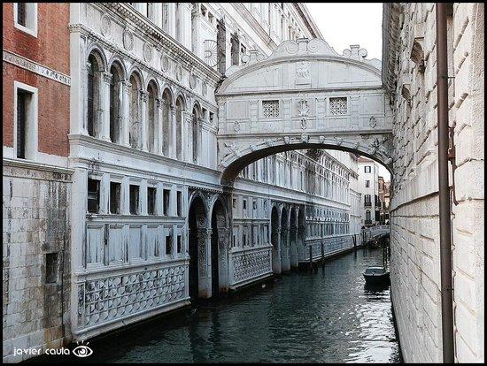 Puente de los Suspiros: El famoso...
