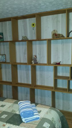 Springwood Cabins : Shelves were awesome for clothes storage