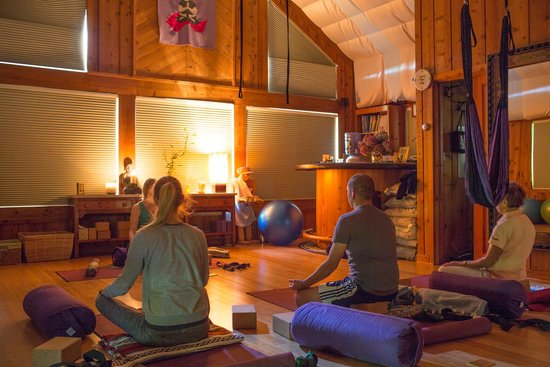 Yoga BnB: Our morning yoga class
