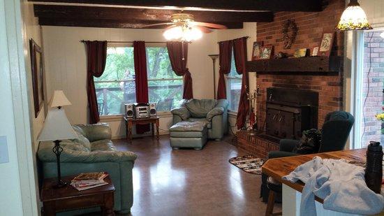 Springwood Cabins : Huge living area