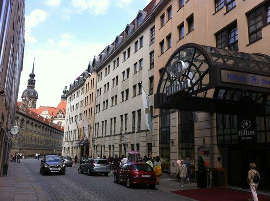 Hilton Hotel Dresden: Hotel Entrance