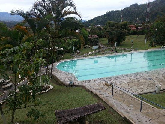 Foto de balneario de aguas termales orosi orosi entrada for Balneario de fortuna precios piscina