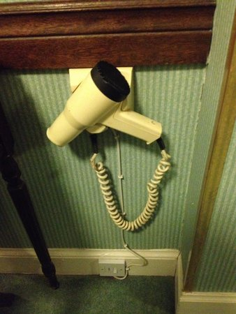 A-Haven Townhouse Hotel: Seriously old hairdryer.