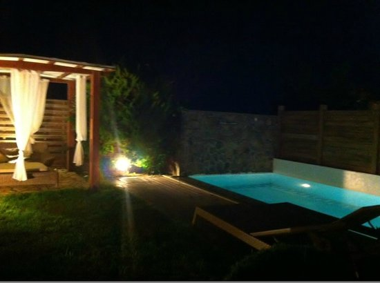 Restia Suites Exclusive Resort: Wonderful evening lighting