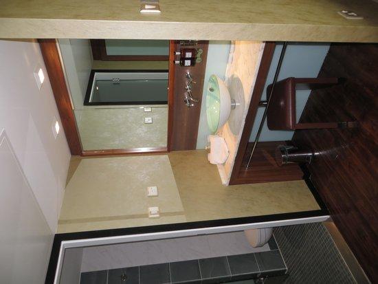 Radisson Blu Edwardian Manchester: closet & sink area