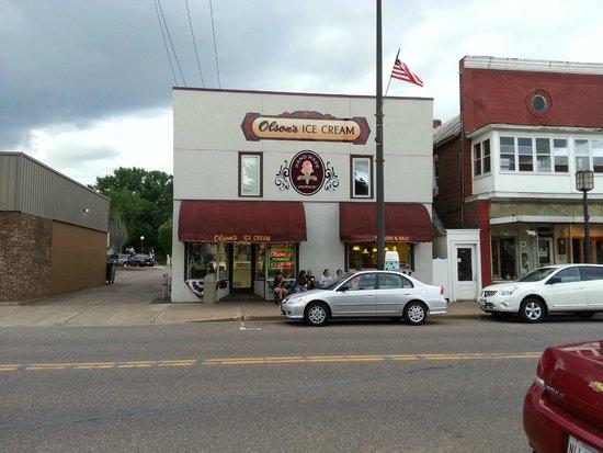 Olson's Ice Cream : front of shop