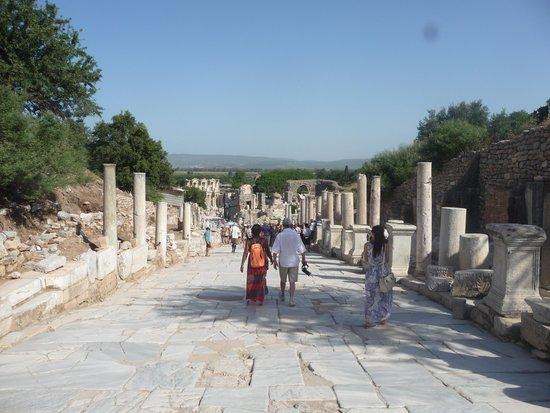 Efes Antik Kenti Tiyatrosu : marble ave.