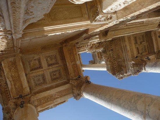 Efes Antik Kenti Tiyatrosu : looking up.
