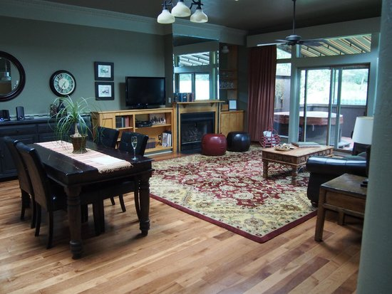 Highland Haven Creekside Inn: Fireside Lofts