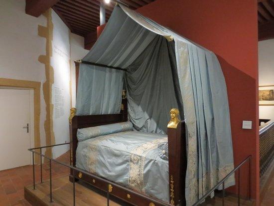 Musee d'Histoire de Lyon: Lit de Napoléon (qui était passé à Lyon)