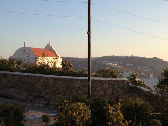 Little Rochari: chapel next to hotel