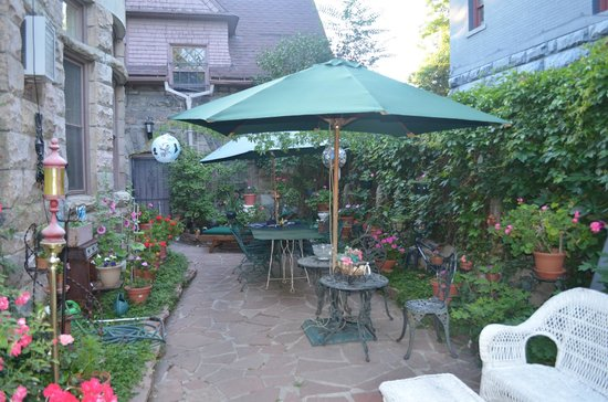 Castle Marne Bed & Breakfast: Garden