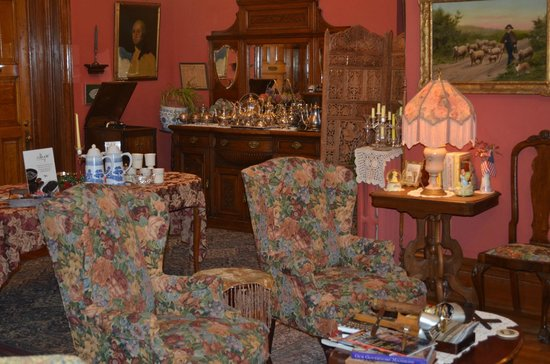 Castle Marne Bed & Breakfast: Dining room