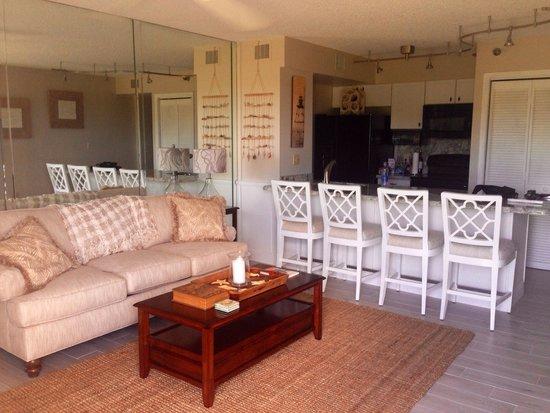 Ocean Pointe Suites at Key Largo: Living/kitchen