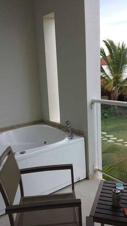 Now Larimar Punta Cana: balcony whirlpool