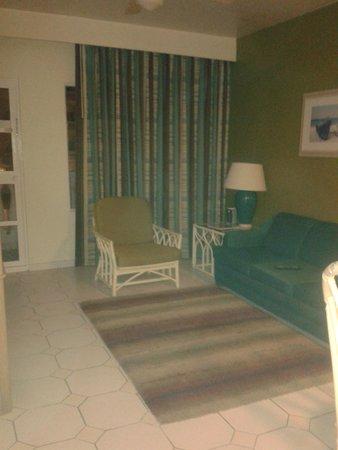 Tropicana Aruba Resort & Casino : sala y entrada al balcon