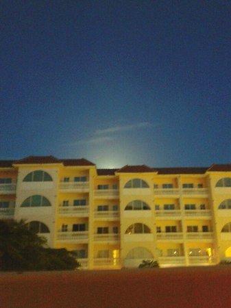 Tropicana Aruba Resort & Casino : vista de la habitacion de noche