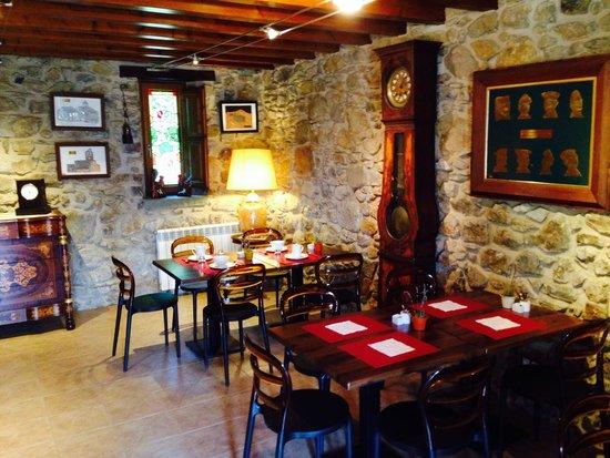 Masia la Casassa : Sala desayunos