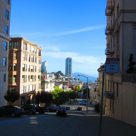 JW Marriott San Francisco Union Square: Walk to the top of Mason Street for a great vew of Alcatraz
