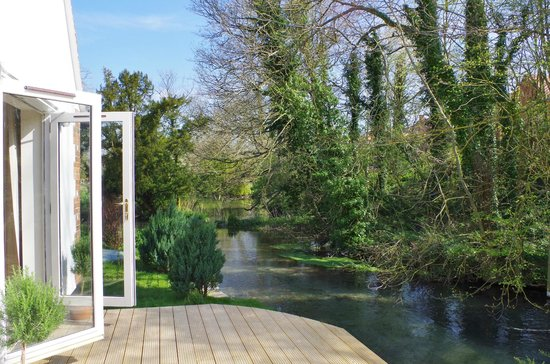 Blandy's Bed & Breakfast: Beautiful Self-contained B&B Cottage in a tranquil setting beside Letcombe Brook