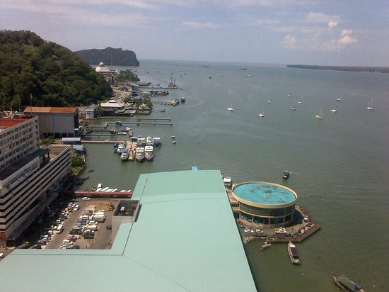 Four Points by Sheraton Sandakan : View of the sea from the 19th floor