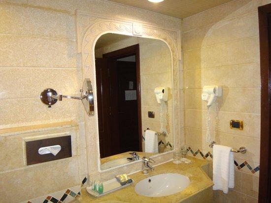 SENTIDO Palm Royale: bathroom