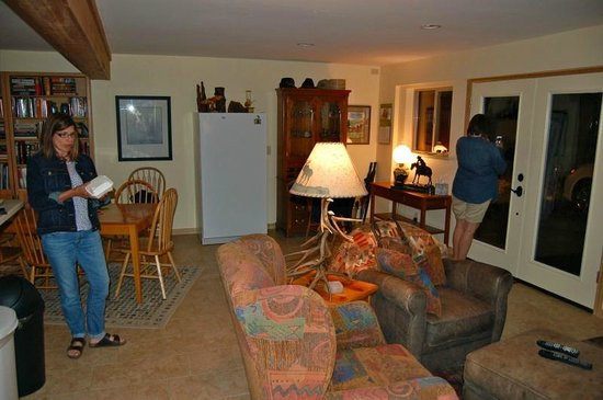 Elk Run Bed and Breakfast: Living area of B/B