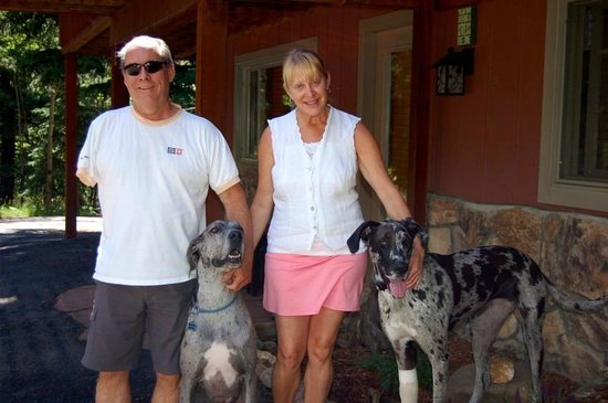 Elk Run Bed and Breakfast: Our friends, John, Michelle, Charlie and Zoey :)