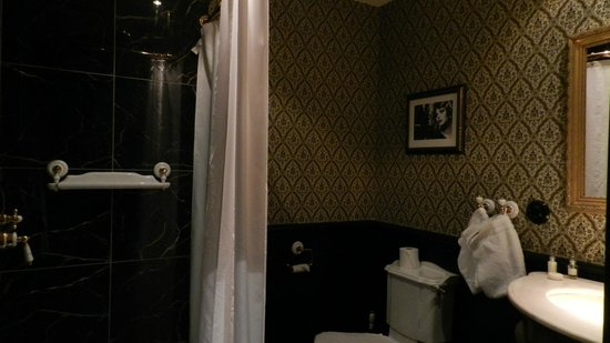 Hotel Pigalle: Bathroom