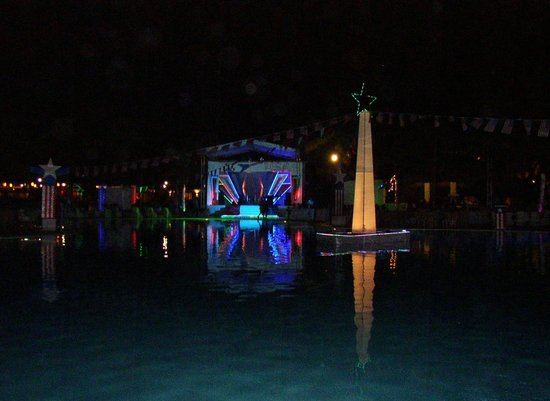 Dreams La Romana Resort & Spa : evening entertainment