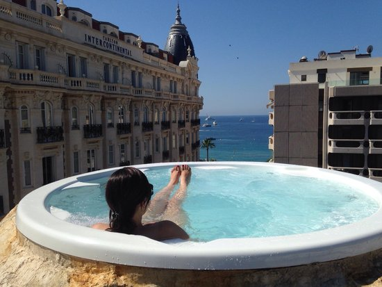 3.14 Hotel: Le jaccuzzi avec superbe vue sur la mer ... et le Carlton