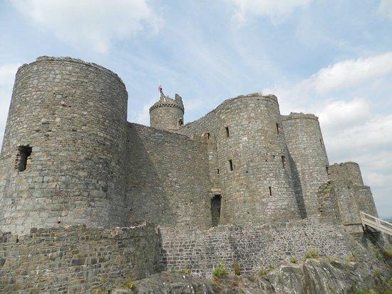 Harlech Castle: Massive walls