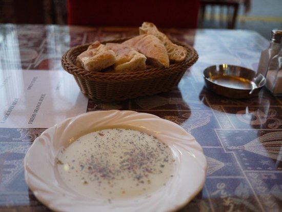 Cappadocian Cuisine: Free bread to start.... So tasty