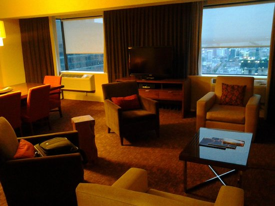 Sheraton Le Centre Montreal Hotel: roomview from 3204
