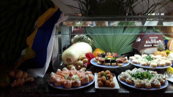 VIK Suite Hotel Risco del Gato : buffet canario