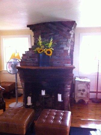 The Red Inn Restaurant: Fireplace