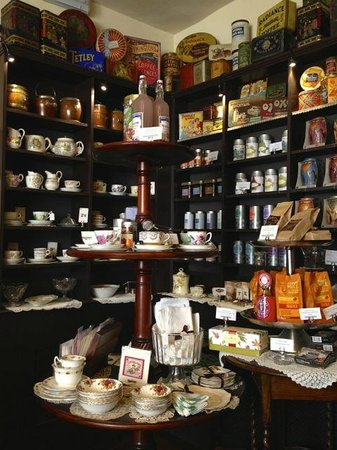 Mother's Little Vintage Tea Room: Beautifully old-fashioned...