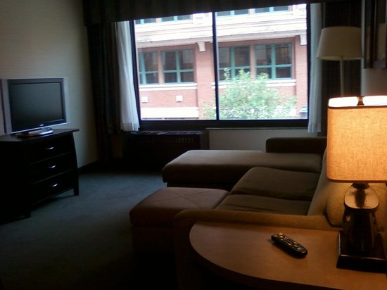 Embassy Suites by Hilton Fort Worth Downtown: Suite living room. Sofa pulls out to be a bed.