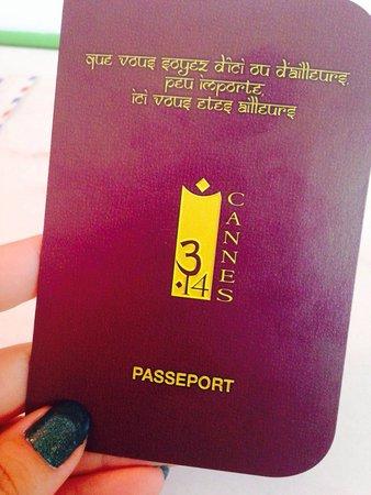 """3.14 Hotel: Passeport avec cartes des chambres  """"Que vous soyez d'ici ou d'ailleurs peu importe ici vous ête"""