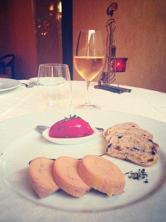 RIVE GAUCHE : Ses trois foie gras maison avec son sorbet de betteraves ciboulette accompagné de sa crème balsa