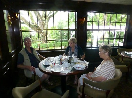 Roger Sherman Inn: Breakfast Area