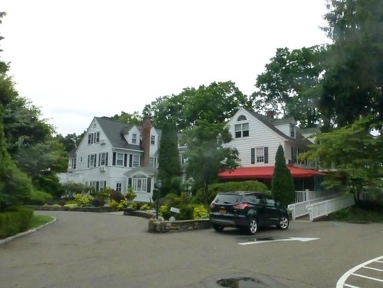 Roger Sherman Inn: View form street