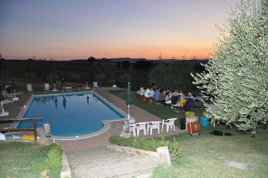 Agriturismo Bonellino Vecchio: ........e per San Lorenzo grande cena a bordo piscina  Tixy63