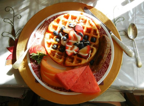 Grand Lakefront Bed and Breakfast: Breakfast at the Grand Lakefront B&B