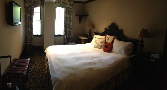 The French Quarters Guest Apartments : Room 102