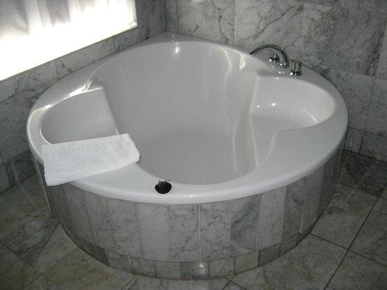 Cleopatra Palace Hotel : vasca idromassaggio suite